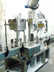 Equipment for automated assembly of plugs